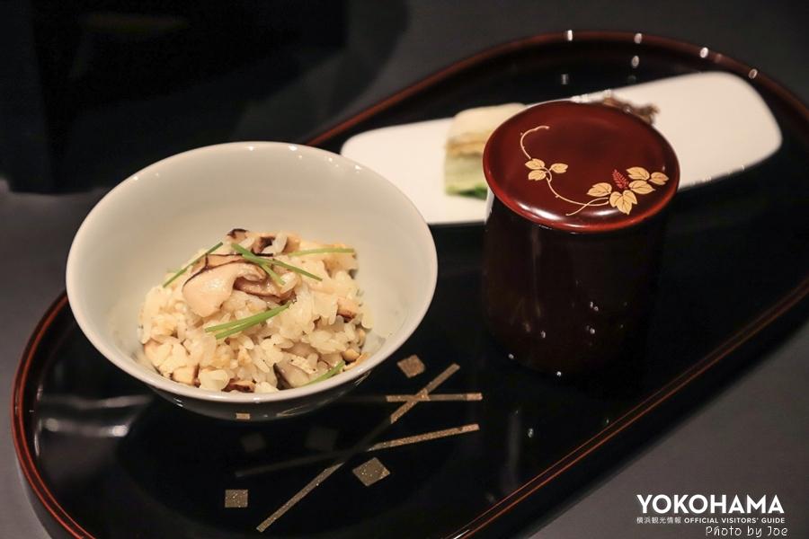釜炊き松茸ごはん 小皿 塩昆布 香の物 留椀 伊勢海老の味噌汁