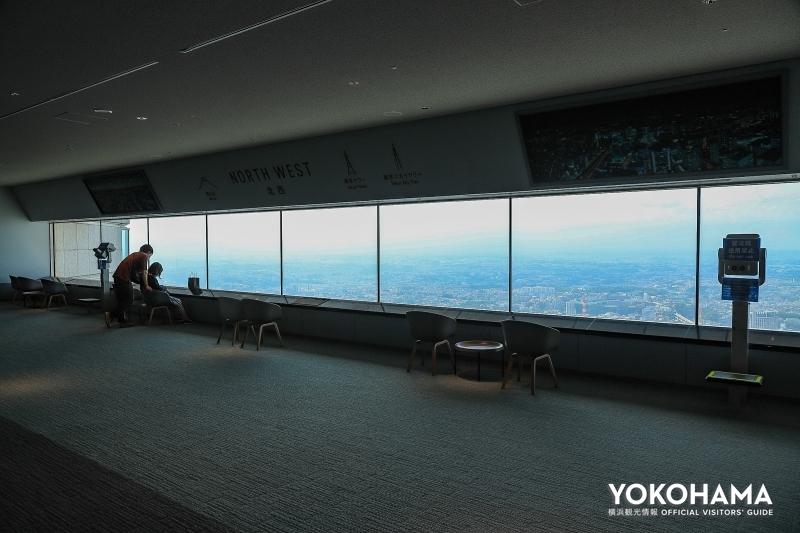 北西方向の窓も天気が良ければ左の方に富士山が見えます