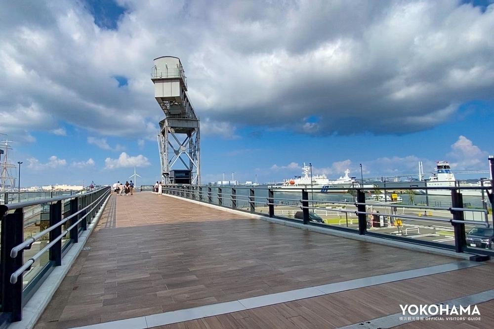横浜ハンマーヘッド側から見たハンマーヘッドデッキ